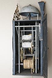Frühe Kartuschen-Comtoise-Uhr