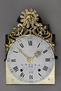 Comtoise-Uhr mit großer Sonnenspange und Adler-Symbol