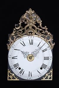 Antike Comtoise-Uhr mit seltener Aufsatzspange