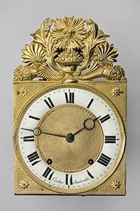 Comtoise-Uhr mit Sonnenkopf und seltenem Email-Reif