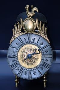 Antike französische Einzeiger-Laternenuhr mit Zinnreif ca. 1720