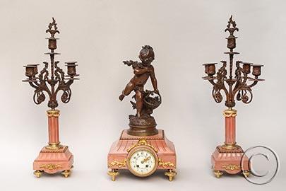 Große 3-teilige Pendulen-Garnitur - Figurenuhr mit 2 Zier-Leuchtern