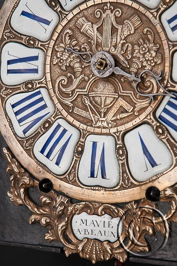Kartuschen-Comtoise-Uhr mit Bart