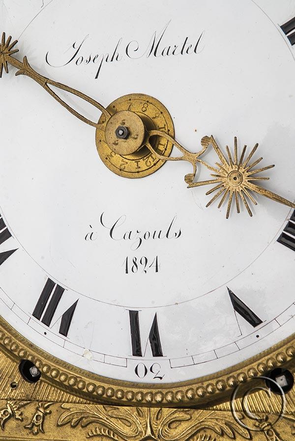 Comtoise-Uhr: Palmette mit Drachen, Monatsläufer, datiert