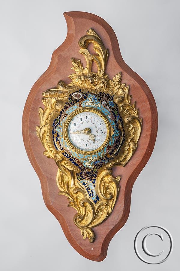 Mini-Cartel-Uhr mit Cloisonné-Email auf Rodochrosit-Marmor