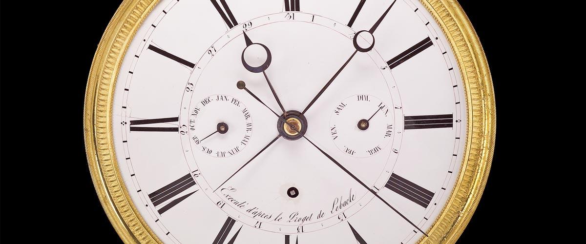 antike comtoise-uhr lunette zentralsekunde datum kalender